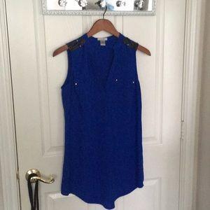 Blue sleeveless tank top blouse